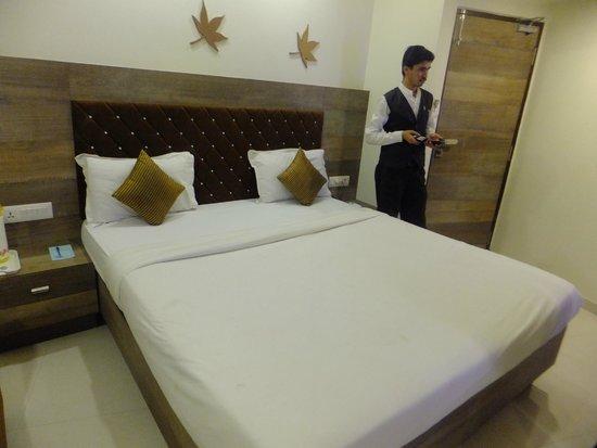 Hotel Ashish: double bed