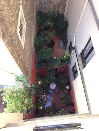 Hotel Bourg Tibourg: The courtyard