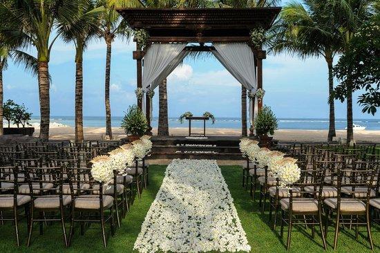 Paon Doeloe Restaurant: Joglo Gundul wedding set up