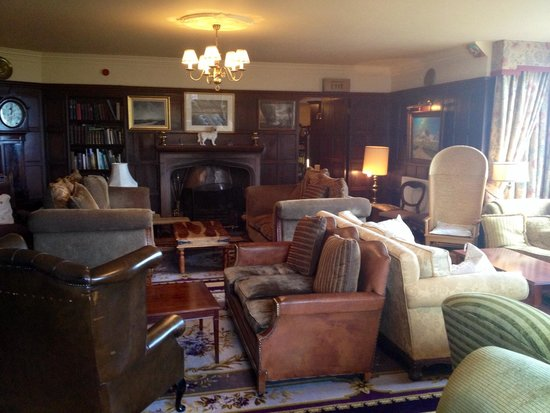 Lynnfield Hotel: Cosy and eclectic lounge!