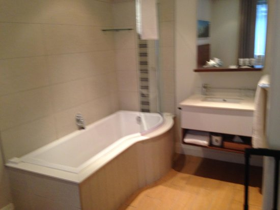 Urban Park Hotel & Spa : 1 bedroom apartment bathroom