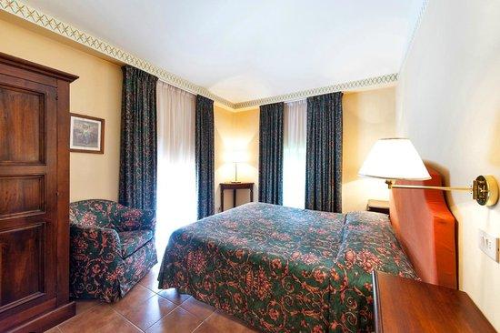Hotel Residence San Gregorio: Camera da letto