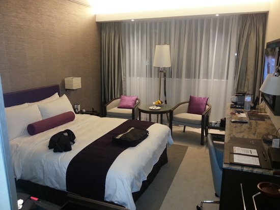 Gateway Hotel (a member of Marco Polo Hotels) : Room Photo