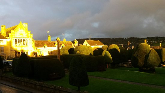 Falcon Inn: View of churchyard and Painswick