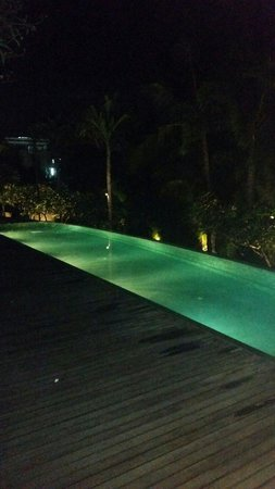 The Kayana Bali: Pool view in the evening