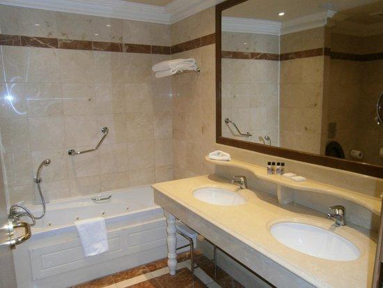 Killashee  - Hotel Spa Leisure : Bathroom