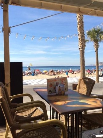 Apartments Don Miguel I: The nicely situated Bikini Beach Bar close to Don Miguel I