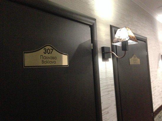 Chocolate Hotel: У каждого номера своё название