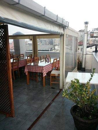 Sultanahmet Suite Life Hotel: Top breakfest floor. Nice view !