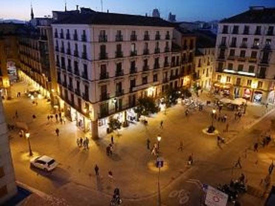 Hotel Plaza Mayor: View of Square from room
