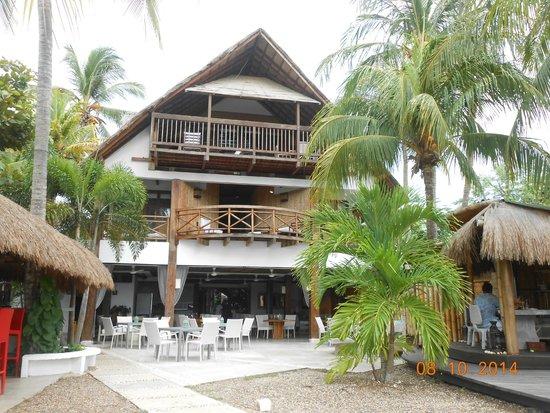 Karmairi Hotel Spa: Vista del hotel desde la piscina