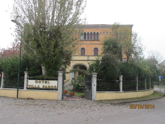 Villa Parco Hotel : Front of the hotel