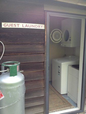 Bay of Islands Campervan and Caravan Park: Complimentary laundry for apartment guests