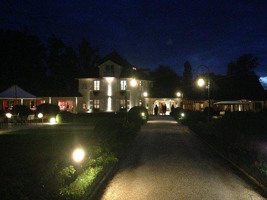 L'Hostellerie de Levernois : Le bâtiment principal de nuit