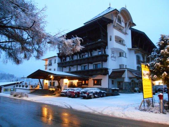 Sporthotel Ellmau: Hotel Entrance