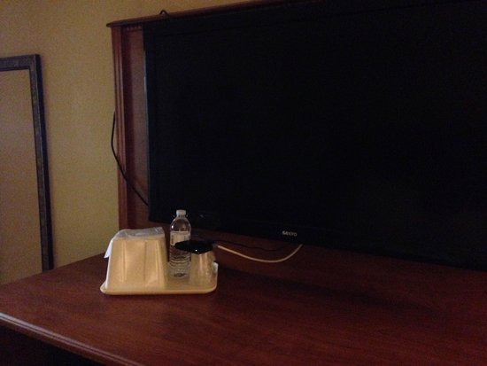 Quality Inn: Nice cable box stand!