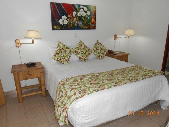 Hotel Barlovento: Habitacion amplia y con buena cama