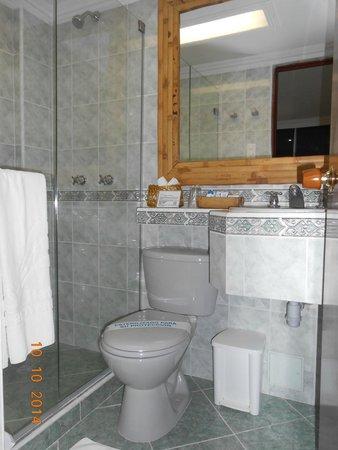 Hotel Barlovento: Baño moderno y bien provisto
