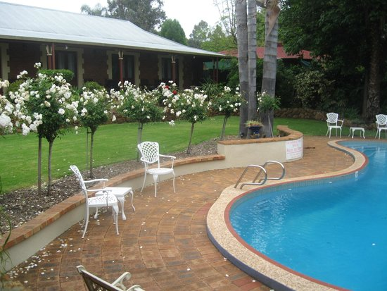 Heritage Country Motel : Poolside