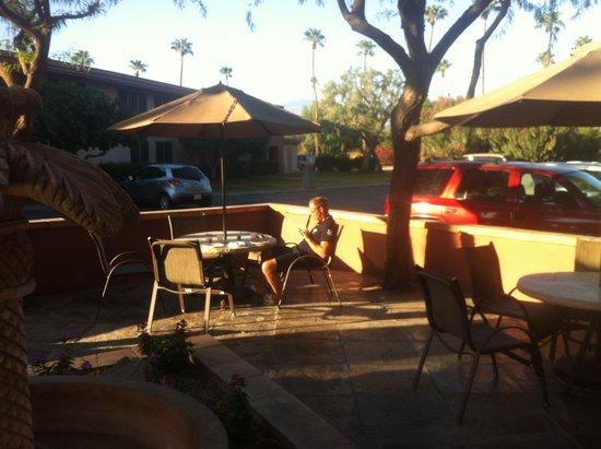 Best Western Date Tree Hotel: Frukost ute om man vill