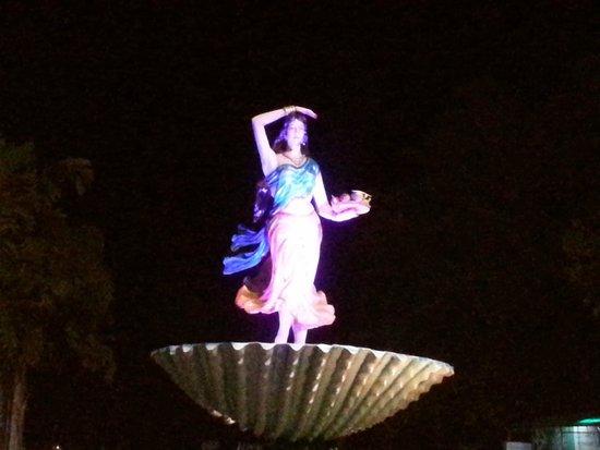 Rasal Beach Resort & Vista Rooms : Dancing girl statue outside Rasal resort