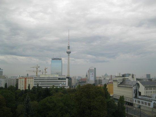 Ibis Berlin Mitte: alexplatz nuvoloso