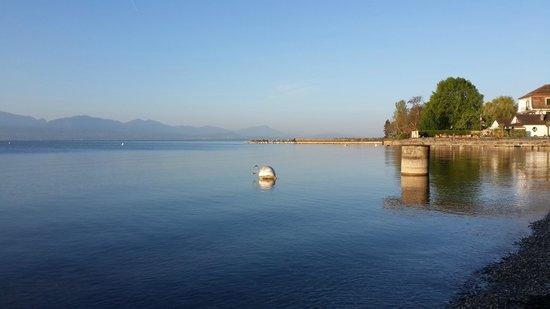 Motel des Pierrettes: Утром у Лозанны на берегу озера рядом с мотелем