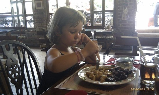 Konoba Tarsa: Lunch with our doughter...