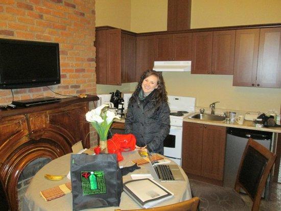 Le Haute Ville: Main Room (kitchen/dining view)