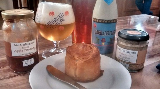 Costello's Bar: Wards pork pies the best we have ever tasted!! Beer fantastic service amazing peter was fav behi