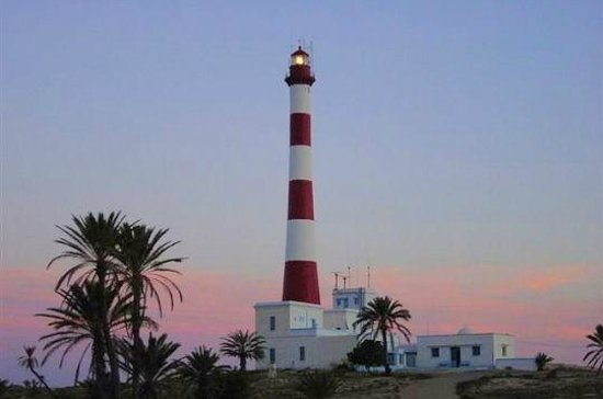 Midoun, Tunisia: phare de Taguermess