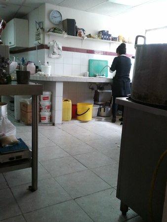 Hostal Vista Amazonas: Les cuisines