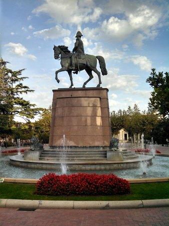 Hotel Calle Mayor : Statue of of Prince Baldomero Espartero on his horse at the Paseo del Príncipe de Vergara Plaza