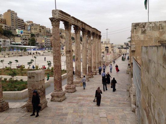 The Jordan Museum: コロシアムの入り口付近。入って左手約40mの所に建物があります。