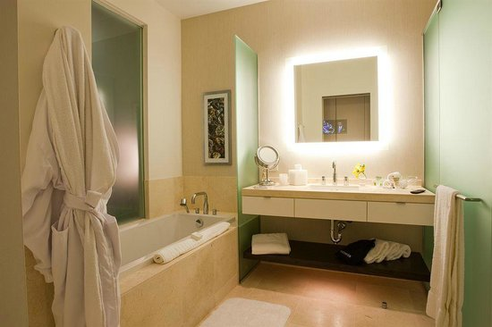 Hotel Arista at CityGate Centre: Luxury Bath