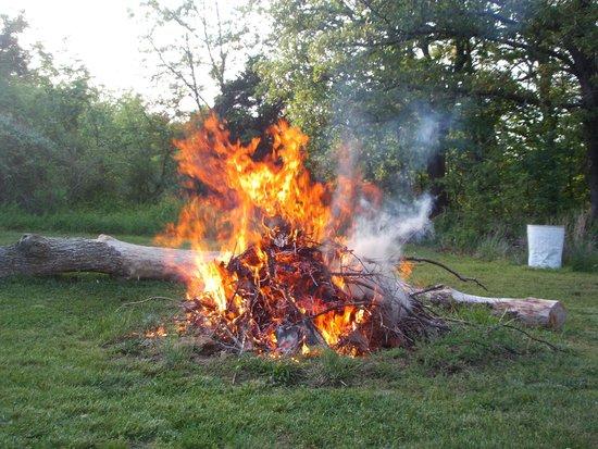 Weaubleau, MO: Bonfire