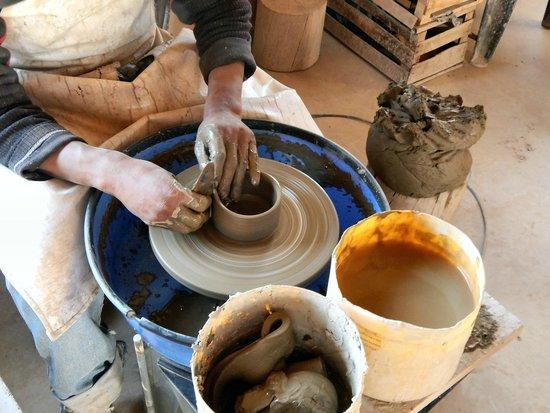 Torneando piezas de ceramica picture of arte guanuco for Fabrica de ceramica