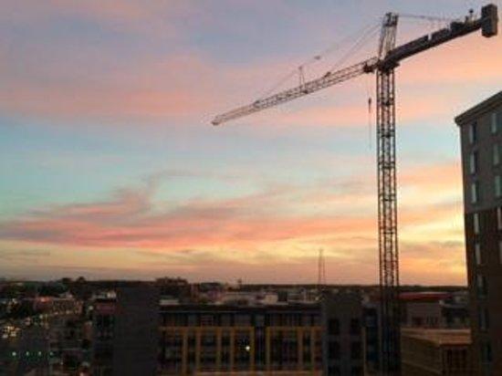 Courtyard by Marriott Dunn Loring Fairfax: Sunset and Crane