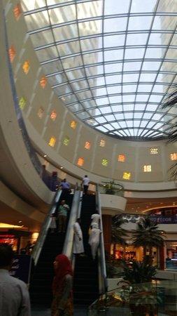 Al Ghurair Centre: Main Atrium