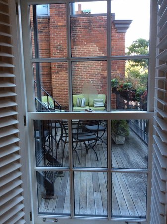 Beacon Hill Hotel and Bistro: View of The Terrace from Room!