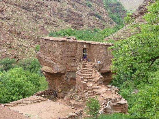 Trek Maroc Voyage: maison sur rocher