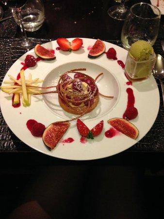 Truffe Noire: dessert à base de framboise et glace à la pistache