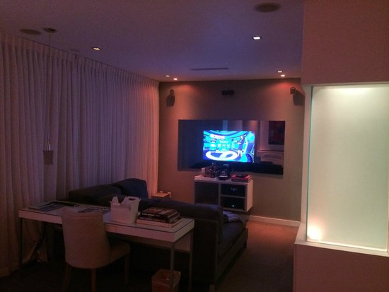 The Marlin Hotel : The TV area in my room