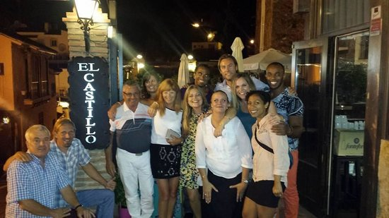 Restaurant El Castillo: A happy family after a wonderful meal!