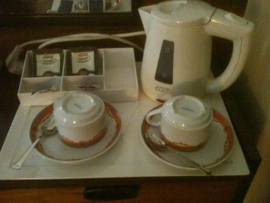 Hotel Jorge V: Remember your own instant coffee.