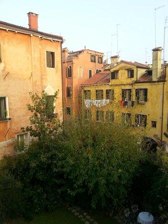 Oltre Il Giardino: view