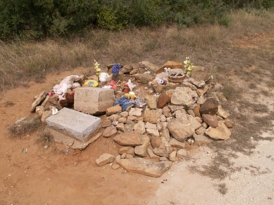 Comanche, TX: Penny Grave, alone and forgotten