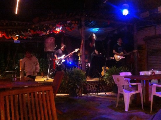 Wet Wendy's Margarita House and Restaurant: Grupo de rock