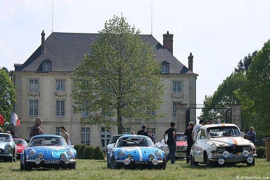 mus e automobile du ch teau de montjalin photo de mus e de l 39 automobile du chateau de. Black Bedroom Furniture Sets. Home Design Ideas