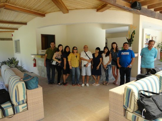 Bluewater Panglao Beach Resort: At the Front Desk with Mr. Pete Dacuycuy